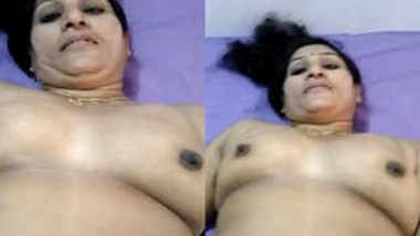 Indian wife welcomes her XXX viewers to see this natural sex parts