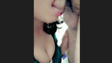 Desi girl giving blowjob to her lover