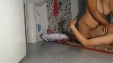 Chubby Desi housewife actively rides lover's XXX prick in bathroom