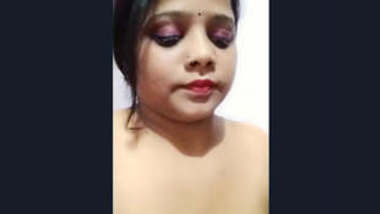Beautiful Sexy Desi Bhabi Showing