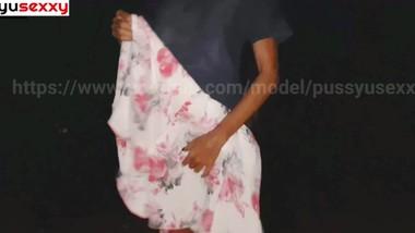 sri lankan girl Mid night pissingඅල්ලපු ගෙදර මල්ලිට පේන්න රෑ මැද චූ දාන වේස අක්කා