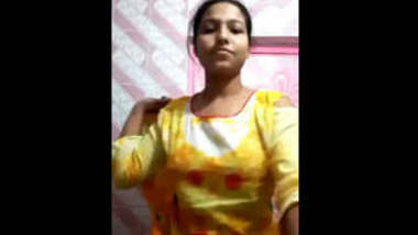 Desi Horny Girl Pussy Fingering With Moaning First On Net