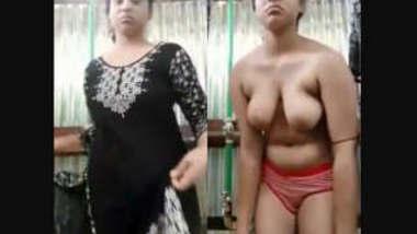 Sexy pakistani Girl nude Bathing